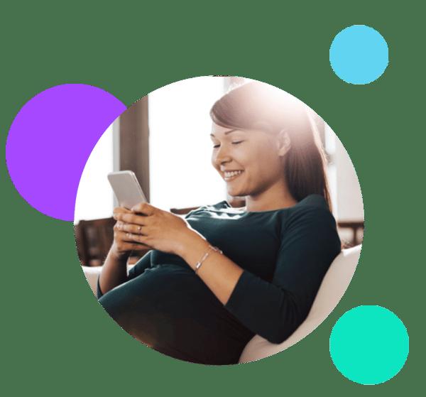 Mother_Using_Babyscripts_Pregnancy_Tracker